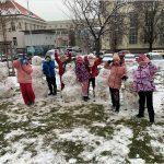 Školní družina se raduje ze sněhu